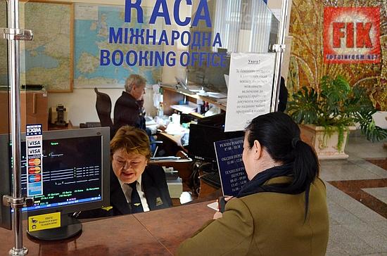 У сервісному центрі вокзалу станції Черкаси у жовтні почала роботу спеціалізована квиткова каса з оформлення проїзних документів у міжнародному сполученні. Касу було відкрито на численні прохання мешканців міста Черкаси, що без сумніву додасть їм зручностей при оформленні подорожей за кордон.