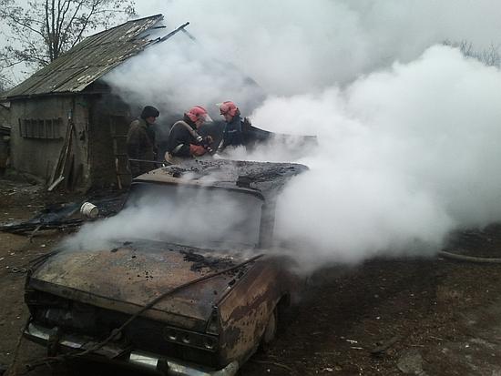 22 листопада о 07:15 до Служби порятунку «101» надійшло повідомлення про пожежу гаража на території приватного домоволодіння у селі Іванці Новоукраїнського району.