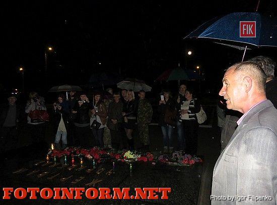 Кировоградцы вышли поздним вечером на акцию (ВИДЕО)