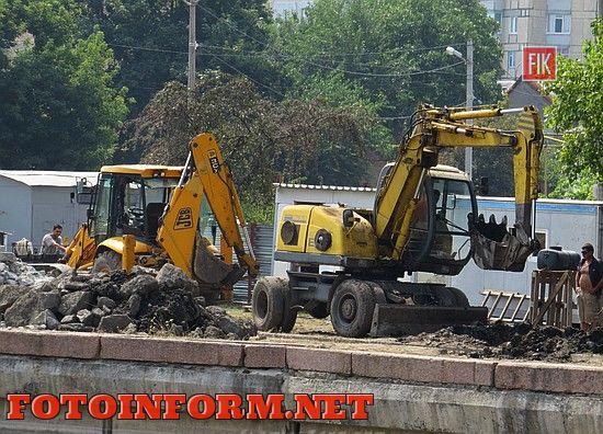 У Кропивницькому продовжується реконструкція дамби на Інгулі