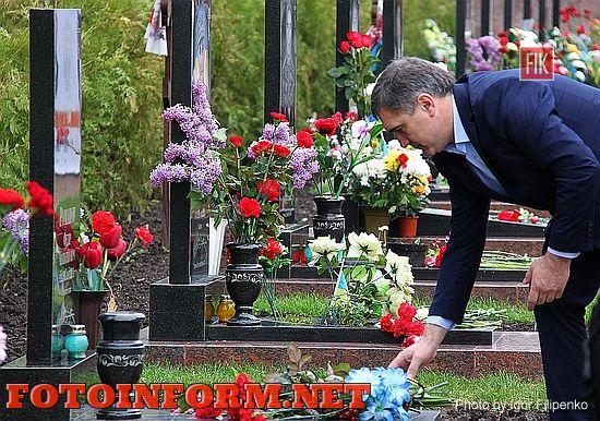 Кировоградцы возложили цветы на Алее Славы, фото Игоря Филипенко, Александр Мосин, ровенское кладбище