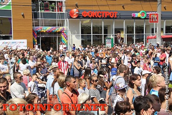 В центре Кропивницкого собралось большое количество жителей города (фоторепортаж)