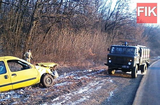 4 січня о 06:35 до Служби порятунку «101» надійшло повідомлення про те, що на автошляху Стрий-Знам'янка автомобіль «RENO KENGO» потрапив у кювет та потребує допомоги.