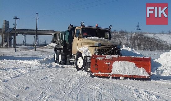 Білий сніг летить лапатий… Для когось це справжня радість і щастя, адже останнім часом сильні снігопади нетипові для центральної України, а от для дорожників це не аби яке випробування.