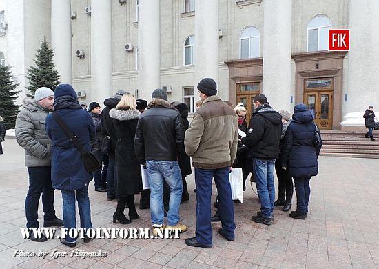 Вчора, 2 лютого, до Кіровоградської міськради прийшли представники батьківського комітету ЗОШ № 18, які висловили своє незадоволення поновленням на посаді екс-директора цього закладу.