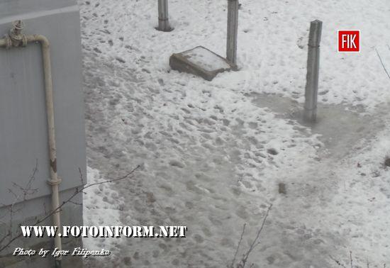 Кропивницький: слизькі тротуари стають на заваді пересуванню містом