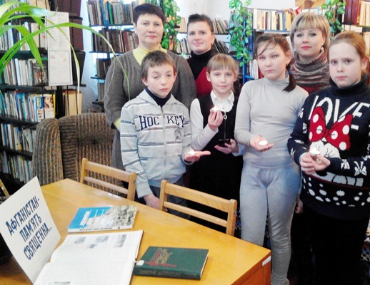 До бібліотеки №18 завітали діти ДЮК «СКІФ» відділу сім'ї та молоді міськвиконкому з педагогом Альвіною Хажо.