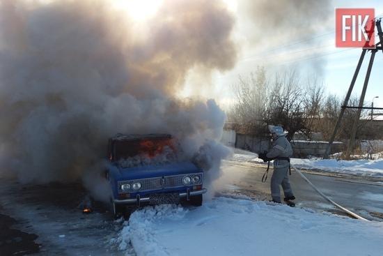 16 лютого о 13:46 до Служби порятунку «101» надійшло повідомлення про пожежу легкового автомобіля на вул. В. Стуса в м. Гайвороні.