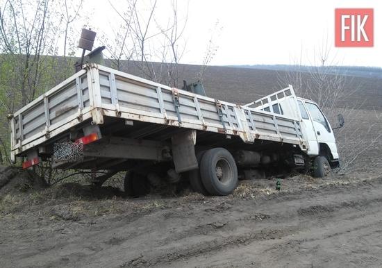 На Кіровоградщині, автомобілю вибратись із кювету, рятувальники, происшествие в Кропивницком