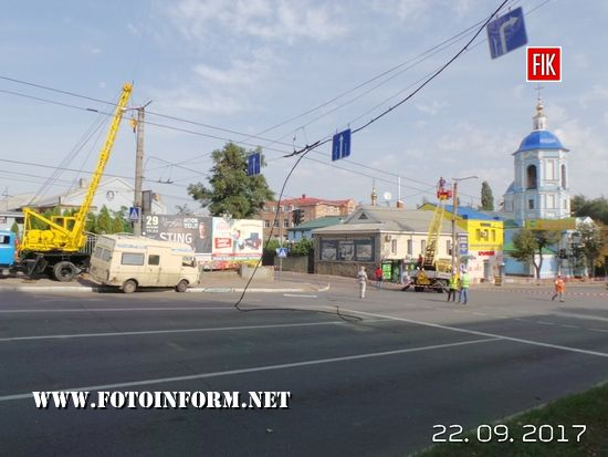 Аварія у Кропивницькому: автівка знесла електроопору