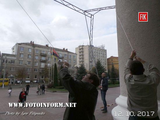 Кропивницький: біля міськради встановлювають великий екран