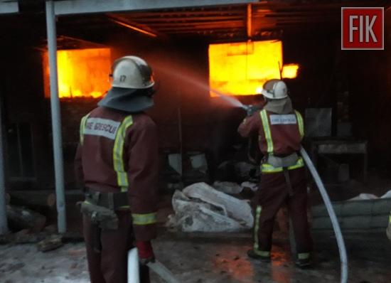 На Кіровоградщині під час гасіння пожежі травмовано двох рятувальників