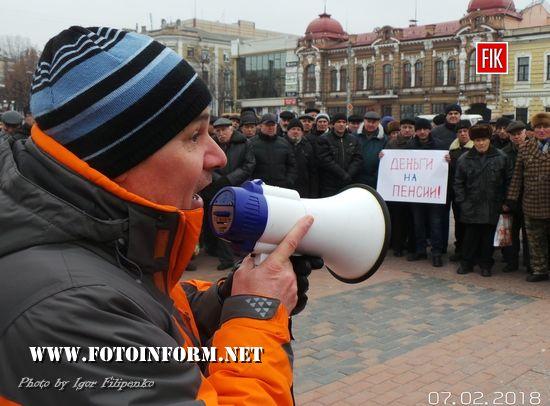 У Кропивницькому пенсіонери штурмували приміщення ОДА