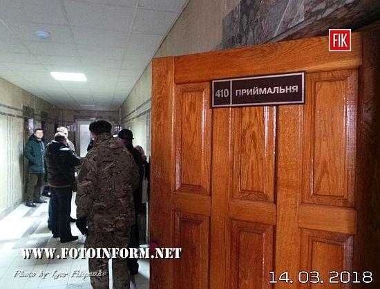 У Кропивницькому депутати міськради намагалися потрапити до приміщення Кіровоградгаз (ВІДЕО, ФОТО)
