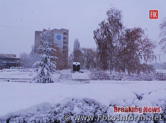 Зимова казка у Кропивницькому, місто рясно засипає снігом, фоторепортаж