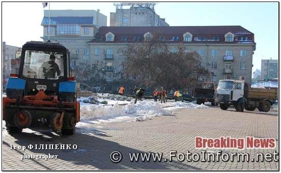 У Кропивницькому самоскидами вивозять сніг (фото) фото игоря филипенко