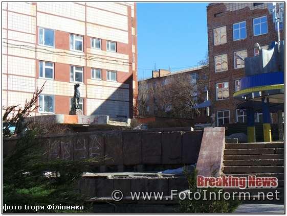 У місті Кропивницький міська влада планує привести до ладу пам'ятники радянських часів.