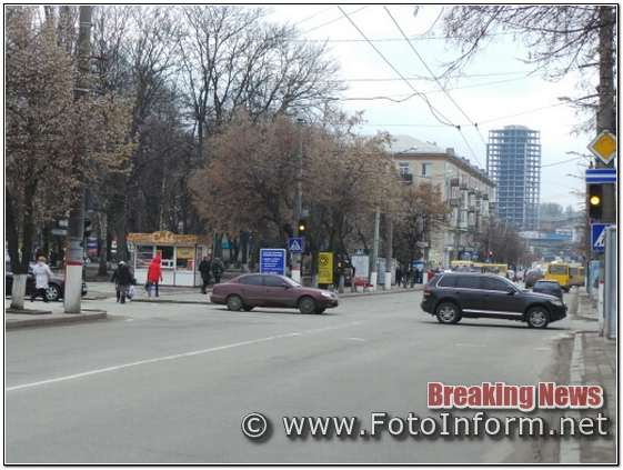 Вимкнені світлофори, сцена та агітаційні намети у центрі міста, Порошенко приїхав на форум у Кропивницький,