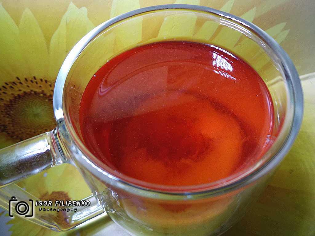 Когда наступает персиковый сезон, советуем приготовить домашний компот из свежих персиков. Вкусный, ароматный, красивого насыщенного малинового цвета – это все о персиковом компоте.