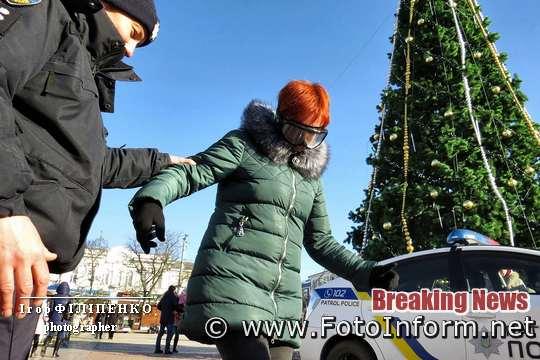 Як у Кропивницькому, містяни Різдво з патрульними, святкували, фоторепортаж Ігоря Філіпенка,