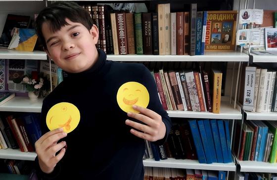 Читачі бібліотеки-філії №1 взяли участь у майстер-класі «Сто смайликів», який для них організували бібліотекарі.