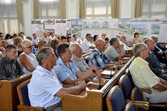 Напередодні Дня будівельника, який відзначатиметься цьогоріч 13 серпня, в облдержадміністрації відбулась урочиста церемонія нагородження кращих представників будівельної галузі Кіровоградщини.