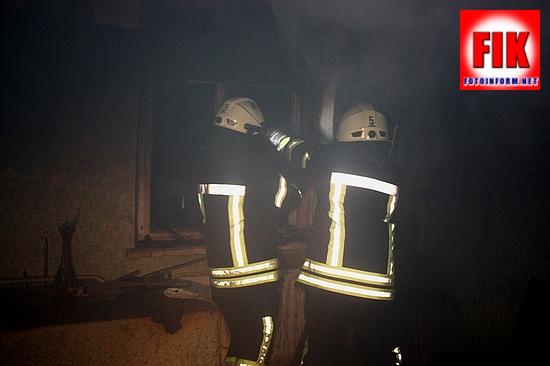 Кропивницький: у тупику Рибальському загорівся будинок (ФОТО)