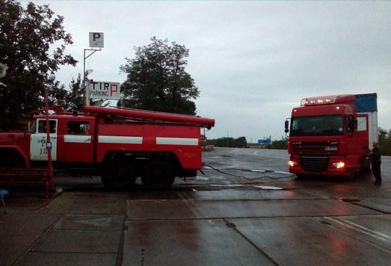 1 вересня о 19:09 до Служби порятунку «101» надійшла інформація про те, що на 7 км автошляху Знам'янка – Олександрія вантажний автомобіль «DAF» потребує допомоги по буксируванню.