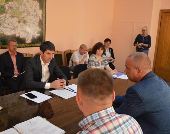 Серед питань, з якими до Сергія Кузьменка зверталися жителі району – проблеми з оформленням земельних ділянок учасникам АТО.