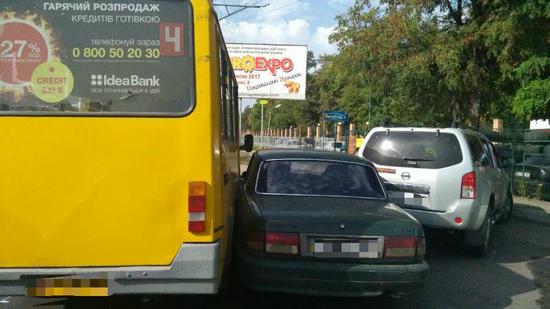 Кропивницький: на вулицї Героїв України сталася ДТП