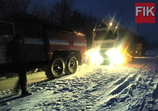 Так, о 16:30 до Служби порятунку «101» надійшло повідомлення про те, що на автошляху Вільшанка-Добрянка автомобіль «MAN» потрапив у сніговий замет та не в змозі рухатись далі.