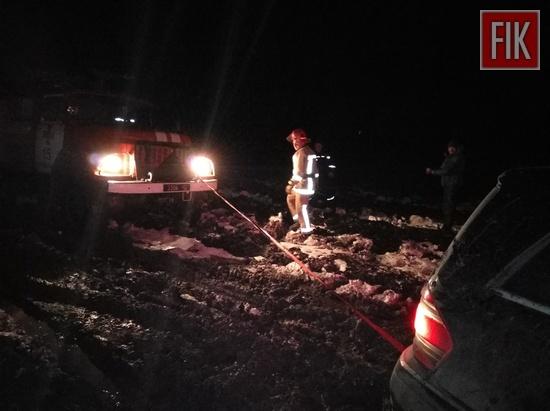 Пожежно-рятувальні підрозділи Кіровоградської області 4 рази залучались до надання допомоги водіям, чиї автомобілі опинились на складних ділянках автошляхів.