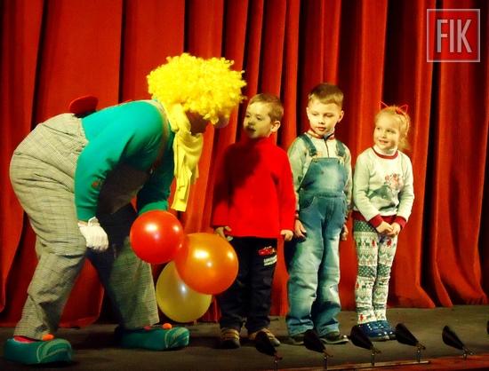 До свого професійного свята, яке щороку відзначається 21 березня, колектив Кіровоградського академічного обласного театру ляльок підготував і провів цими вихідними розважально-пізнавальні програми для своїх відвідувачів.