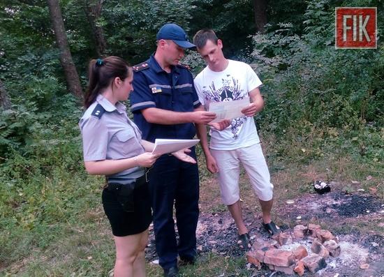 З початку літнього пожежонебезпечного періоду рятувальники Кіровоградської області ведуть посилені роз'яснювальні заходи із громадянами з метою запобігання пожежам та іншим надзвичайним подіям.