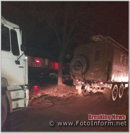 Протягом доби, що минула, рятувальники Кіровоградського гарнізону 3 рази надавали допомогу водіям транспортних засобів, які потрапили на складні ділянки доріг. При цьому вилучено 3 автомобілі.