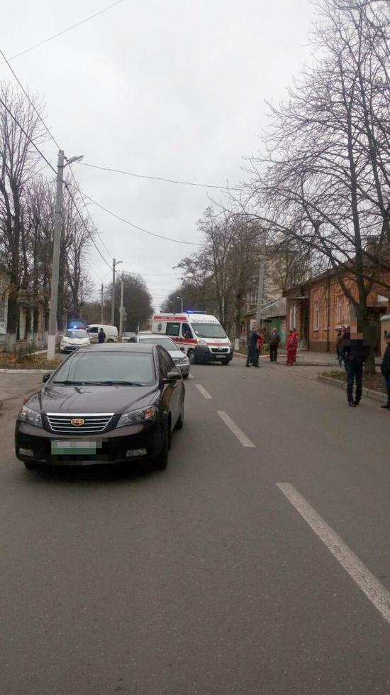 У Кропивницькому автомобіль швидкої допомоги потрапив у ДТП (ФОТО)