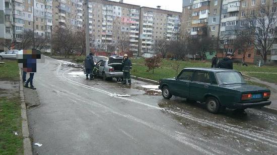 У Кропивницькому на Жадова горіла автівка