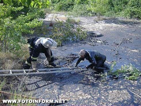 Кіровоградський район: Врятовано пенсіонера, який загруз у смолі (ФОТО)