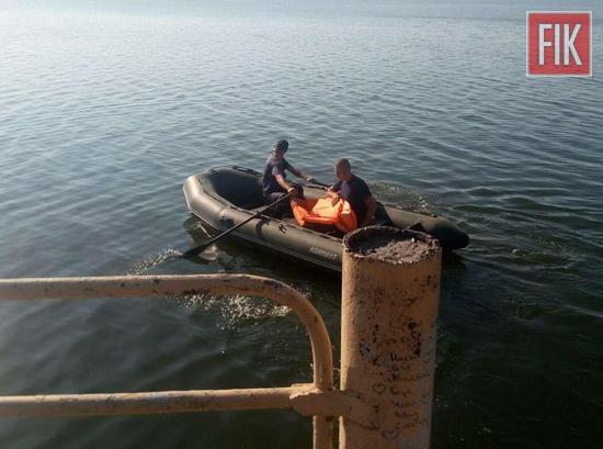25 липня о 17:05 до Служби порятунку «101» надійшло повідомлення про те, що на Кременчуцькому водосховищі в м. Світловодську чоловіка течією віднесло від берега та потрібна допомога по його порятунку.