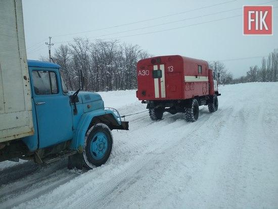 27 січня пожежно-рятувальні підрозділи Кіровоградської області 16 разів залучались для надання допомоги по буксируванню автотранспорту зі складних ділянок доріг.