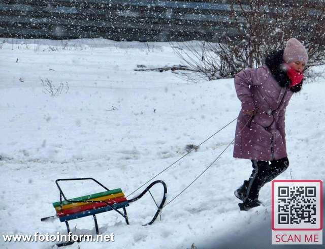 Сьогодні, 30 січня, деякі містяни тішилися сніговою погодою, багато дітей каталися на санчатах.