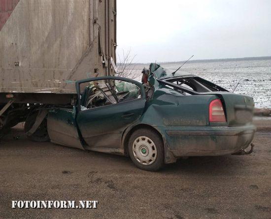 На Кіровоградщині у ДТП загинув водій та двоє його пасажирів (ФОТО)