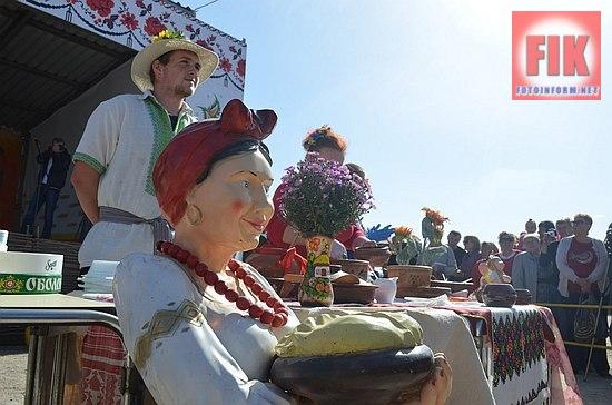 На «Покровському ярмарку», який проходить в рамках агропромислової виставки AGROEXPO, пройшов конкурс на найсмачніші вареники «Півмісяць у мисці».