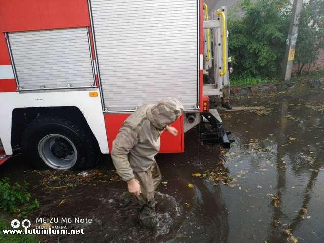 У Кропивницькому рятувальники допомоги населенню по відкачці дощових вод