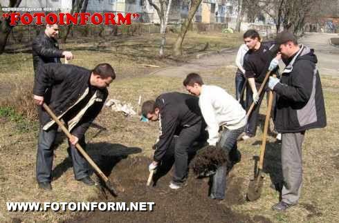 Співробітники СБУ долучилися до місячника з благоустрою Кіровограда (ФОТО)