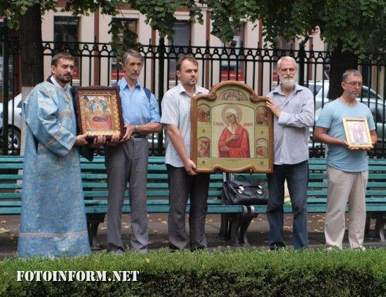 Кропивницький: на подвір'ї міської ради відслужили молебен