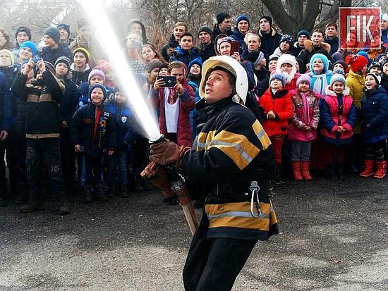 Рятувальники м. Знам'янки провели акцію «Запобігти. Врятувати. Допомогти» для учнів загальноосвітньої школи с. Володимирівка Знам'янського району.