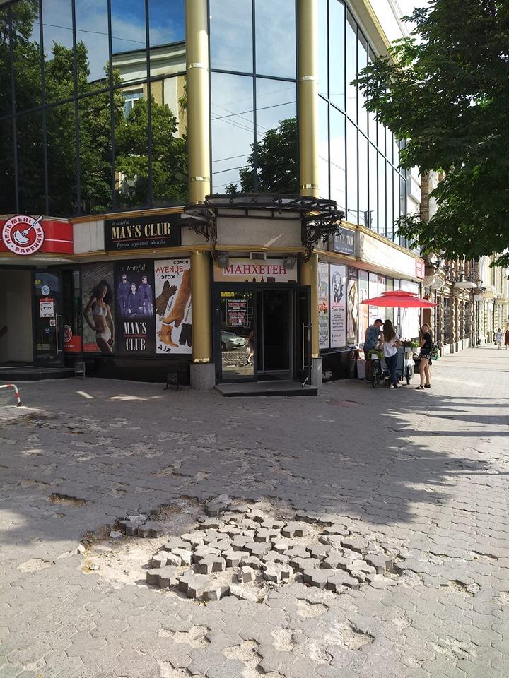 У місті Кропивницький є багато тротуарів, які потребують ремонту повідомляє FOTOINFORM.NET