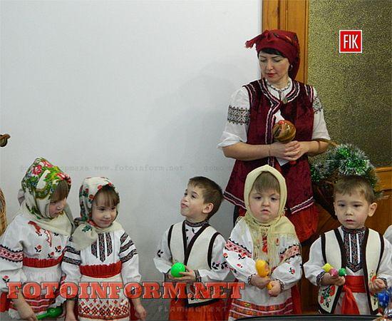 Приємна і очікувана зустріч відбулася в урочистій обстановці, адже маленькі артисти готувалися до такого серйозного заходу завчасно. Зі своєю Маланкою та Різдвяним Янголом діти бажали господарям «оселі» щастя та добробуту.