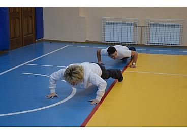 Сьогодні, 7 лютого, у спортивній залі ЗОШ №6 вчителі фізичної культури з усіх шкіл Кропивницького на чолі із начальником управління освіти міської ради Ларисою Костенко приєдналися до флешмобу 22 Pushup Challenge.